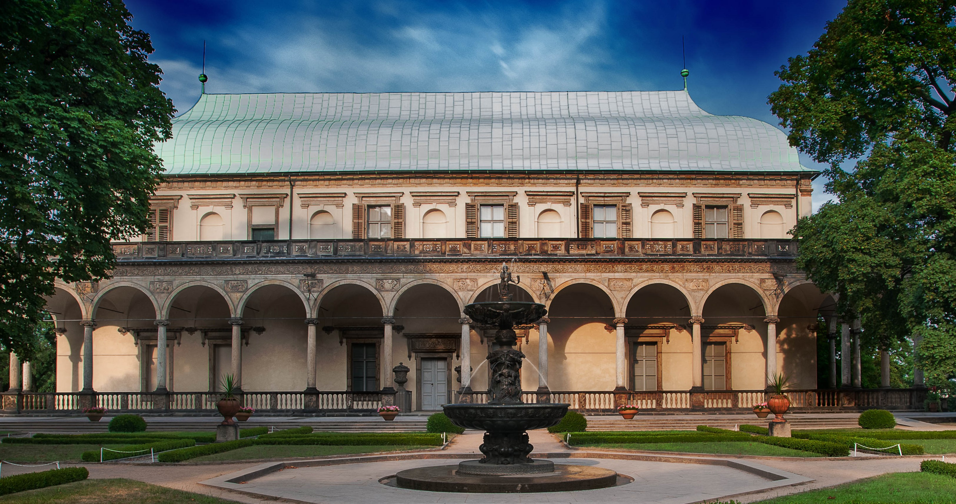 Летний дворец королевы Анны в Праге