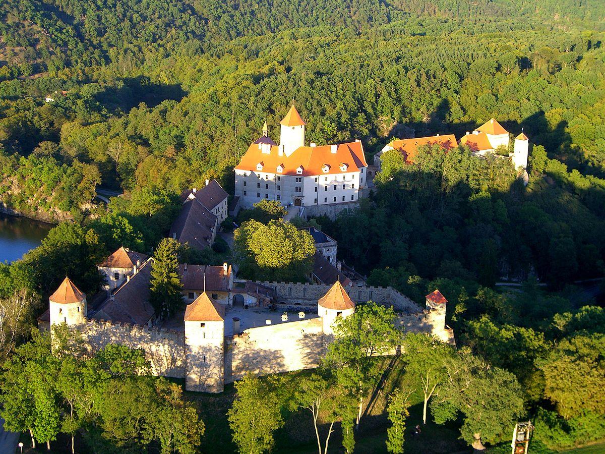 Замок Вевержи на излучине двух рек в Брно