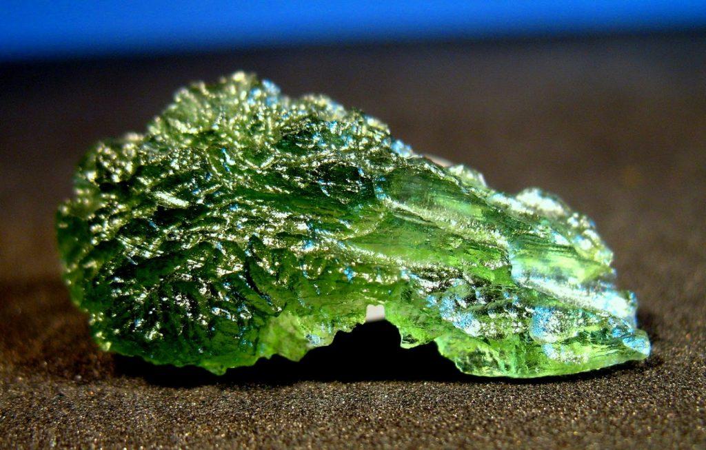 Чешский камень Влтавин (Молдавит)